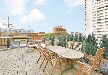 Apartment sold subject to contract in Luxborough Street view1