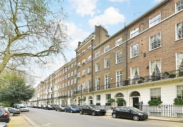 Apartment sold subject to contract in Montagu Square view1