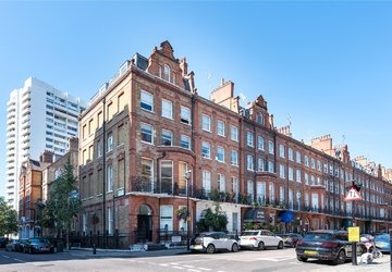 Apartment sold subject to contract in Nottingham Place view1