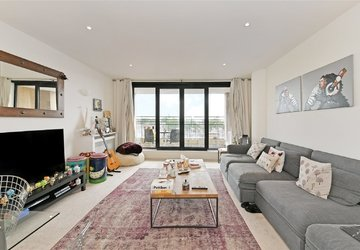 Duplex to rent in Cromwell Road view1