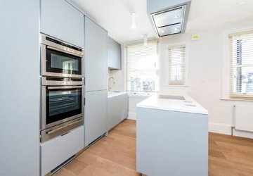 Maisonette to rent in New Cavendish Street view1