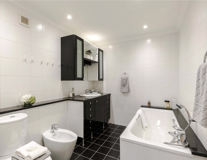 Maisonette for sale in Bentinck Street view6