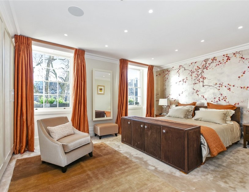 House for sale in Connaught Square view8