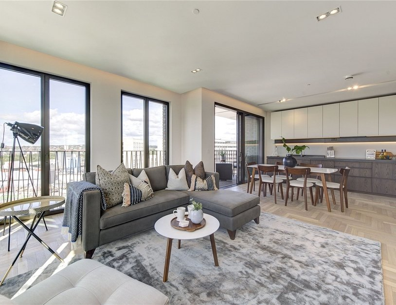 Apartment sold subject to contract in Fenman House view2
