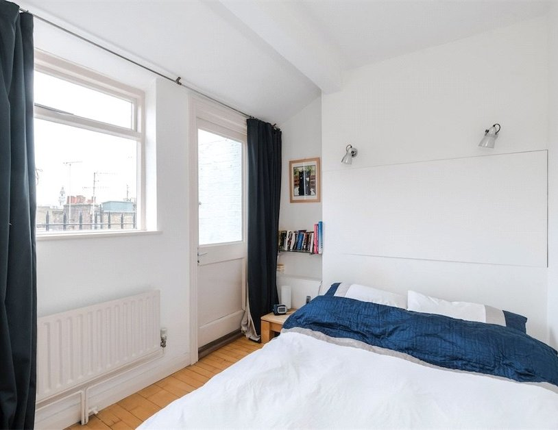 Apartment sold subject to contract in Homer Street view4