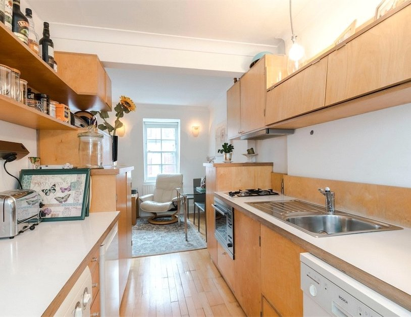 Apartment sold subject to contract in Homer Street view3