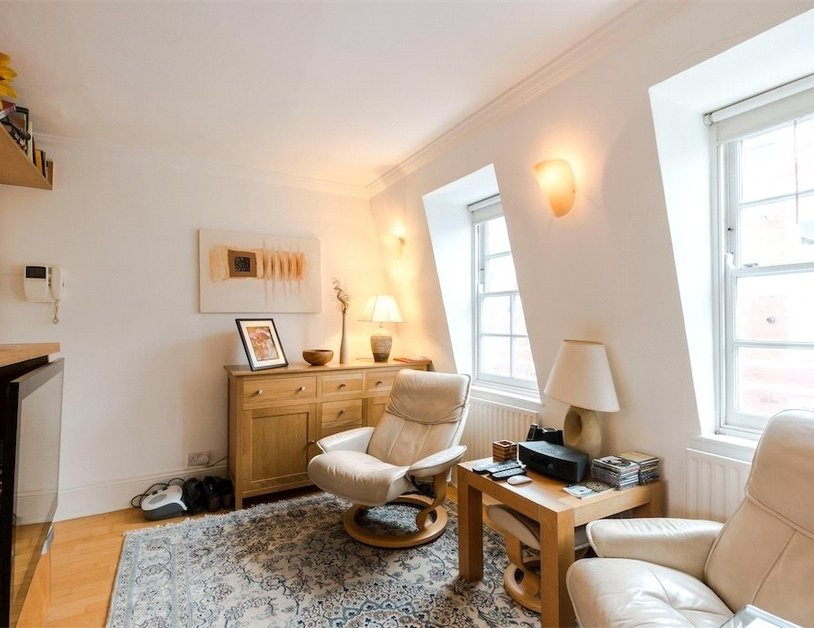 Apartment sold subject to contract in Homer Street view10