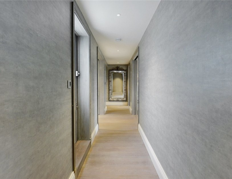 Penthouse sold in Hyde Park Gardens view26
