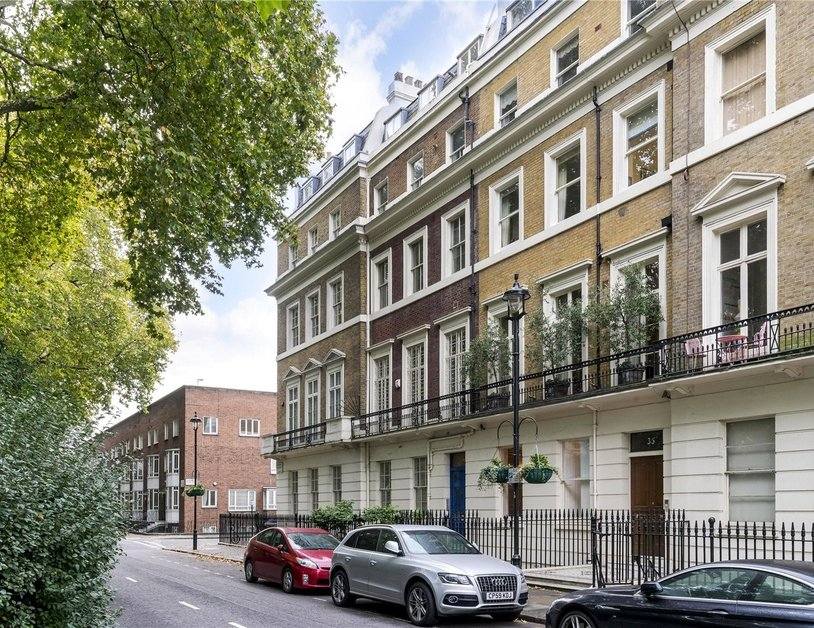 Apartment sold subject to contract in Hyde Park Square view6