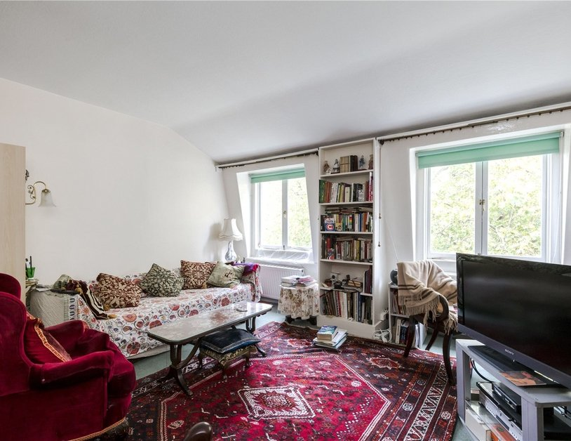 Apartment sold subject to contract in Hyde Park Square view4