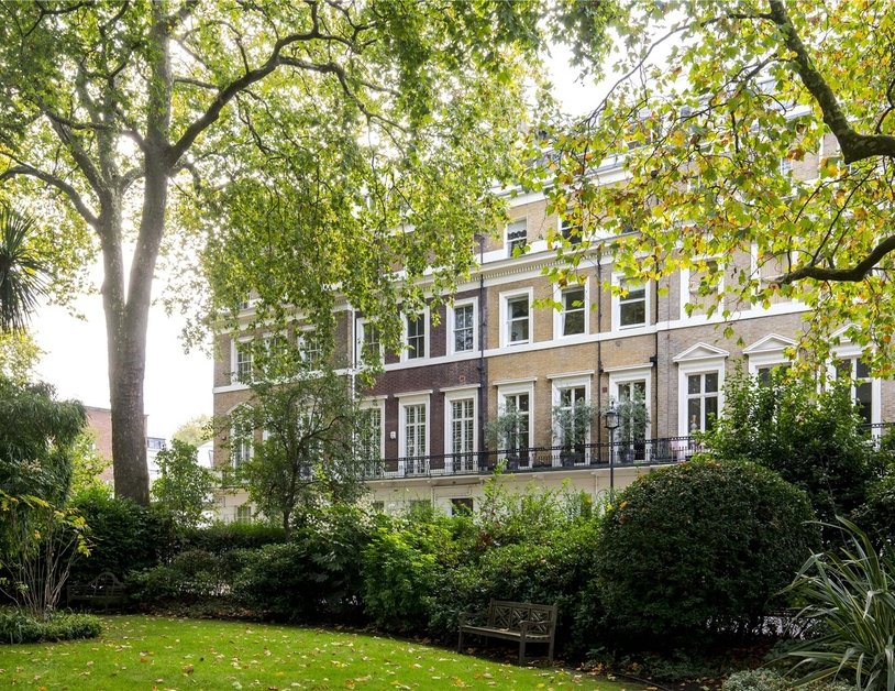Apartment sold subject to contract in Hyde Park Square view1