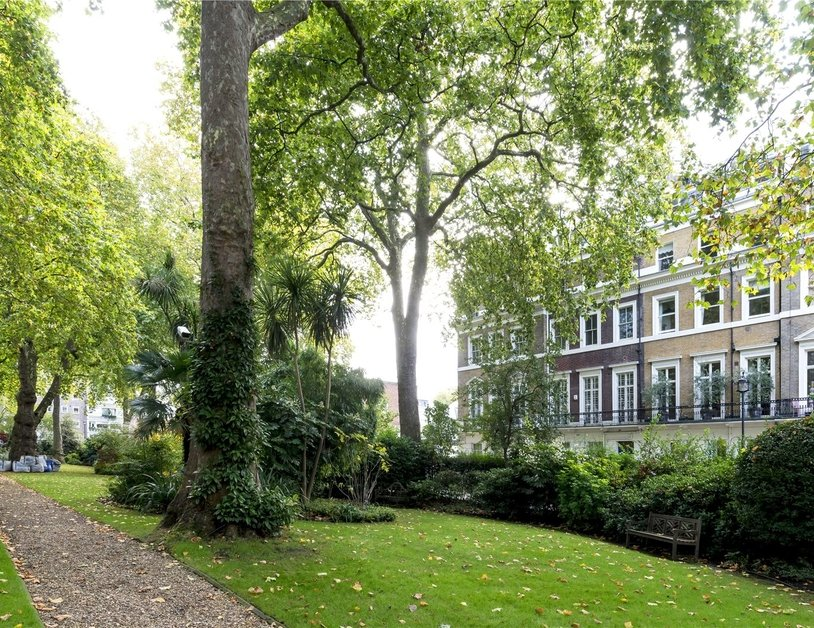 Apartment sold subject to contract in Hyde Park Square view11