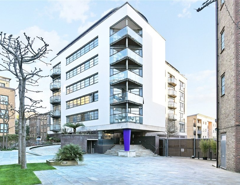 Apartment sold subject to contract in Ice Wharf view7