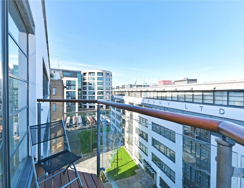 Apartment sold subject to contract in Ice Wharf view8