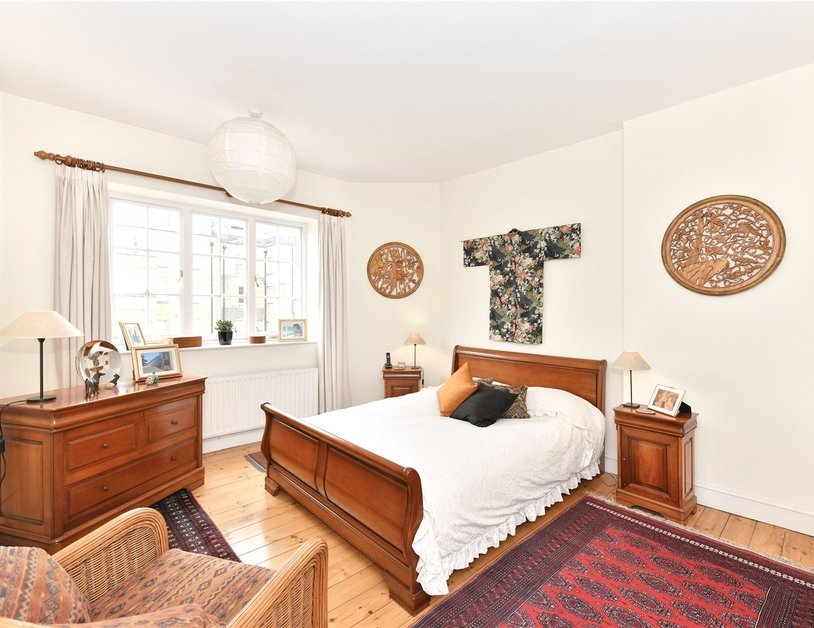 Apartment sold subject to contract in Montagu Square view5