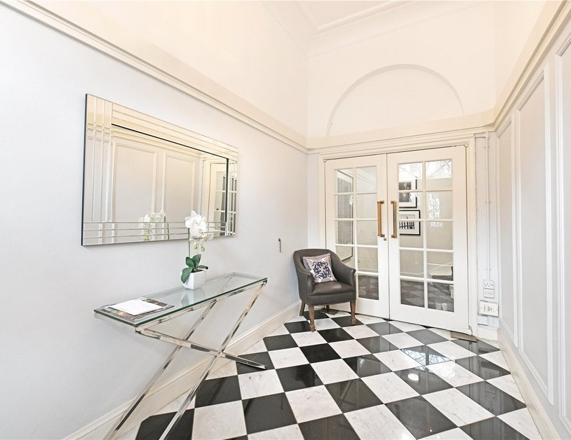 Apartment sold subject to contract in Montagu Square view9