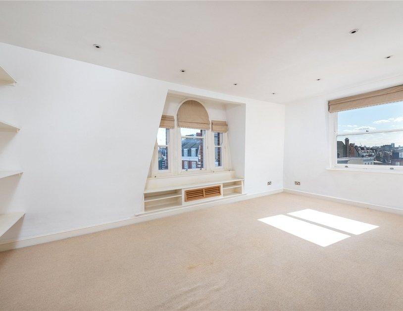 Apartment sold subject to contract in Nottingham Place view3