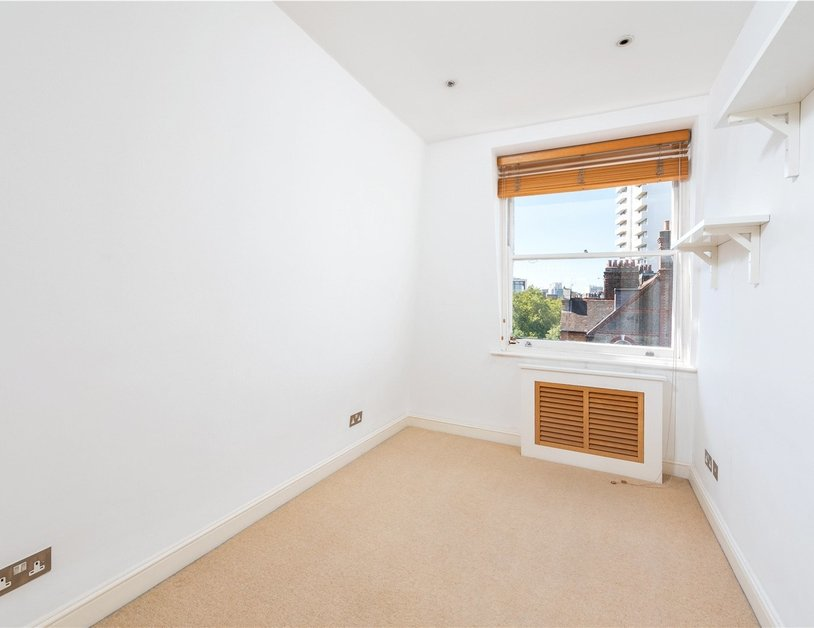 Apartment sold subject to contract in Nottingham Place view7