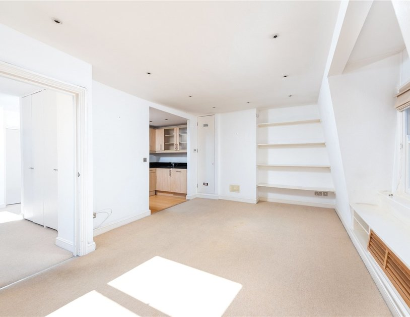 Apartment sold subject to contract in Nottingham Place view8