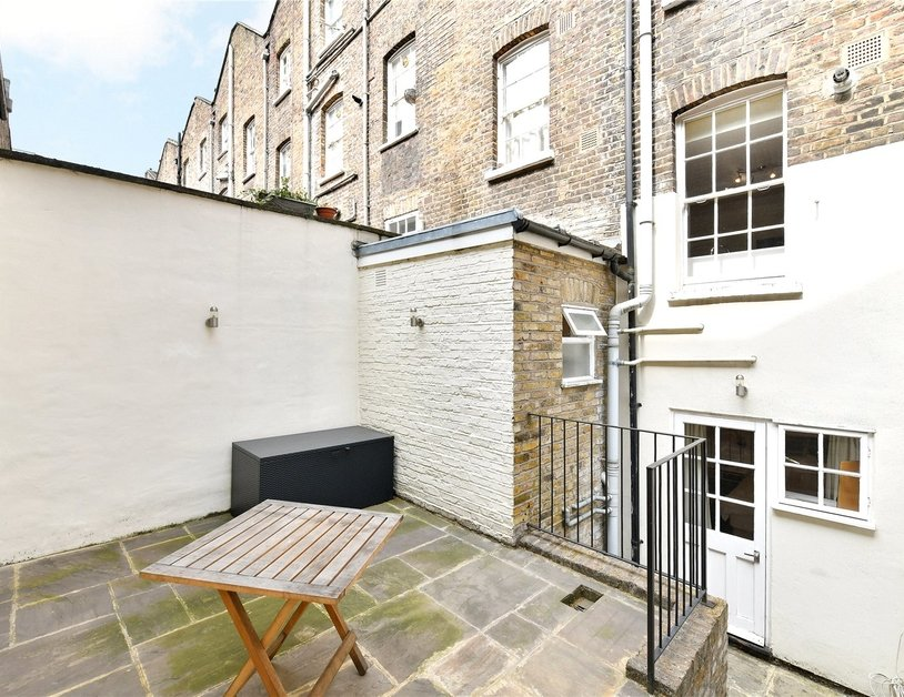 Apartment sold subject to contract in Star Street view2
