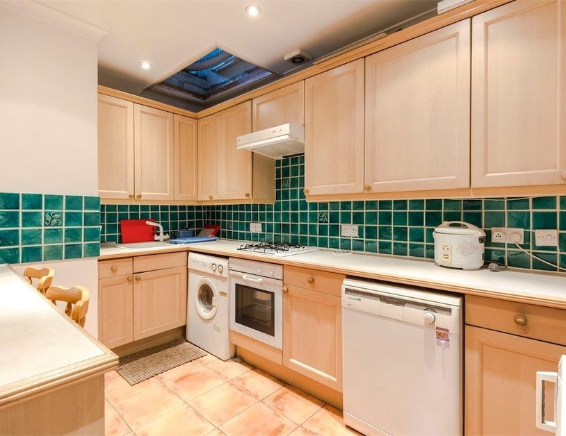 Apartment sold subject to contract in Sussex Gardens view3