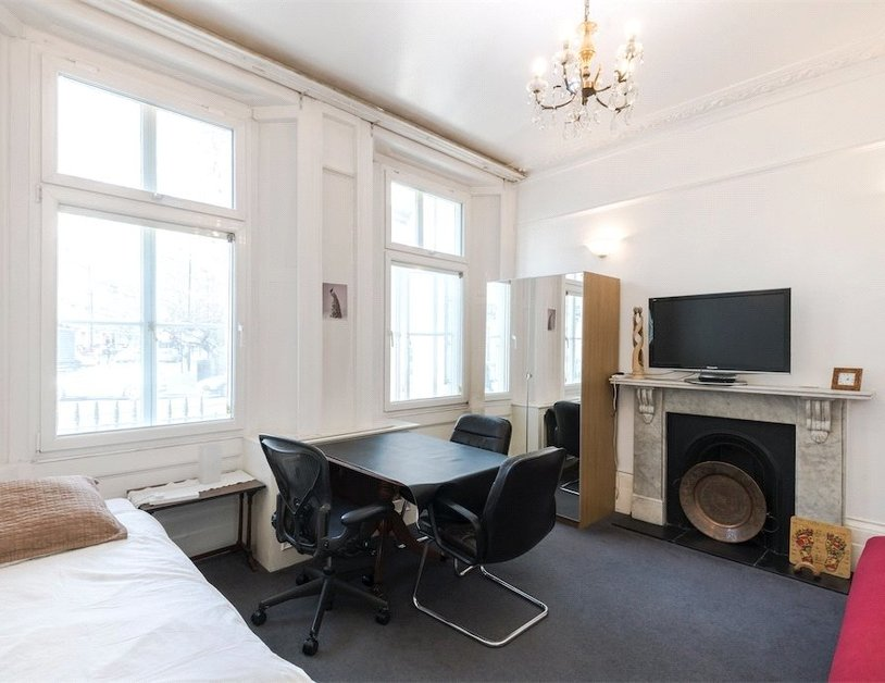 Apartment sold subject to contract in Sussex Gardens view2
