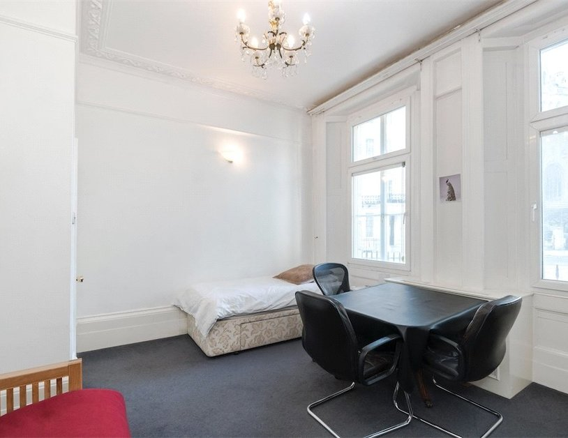 Apartment sold subject to contract in Sussex Gardens view5