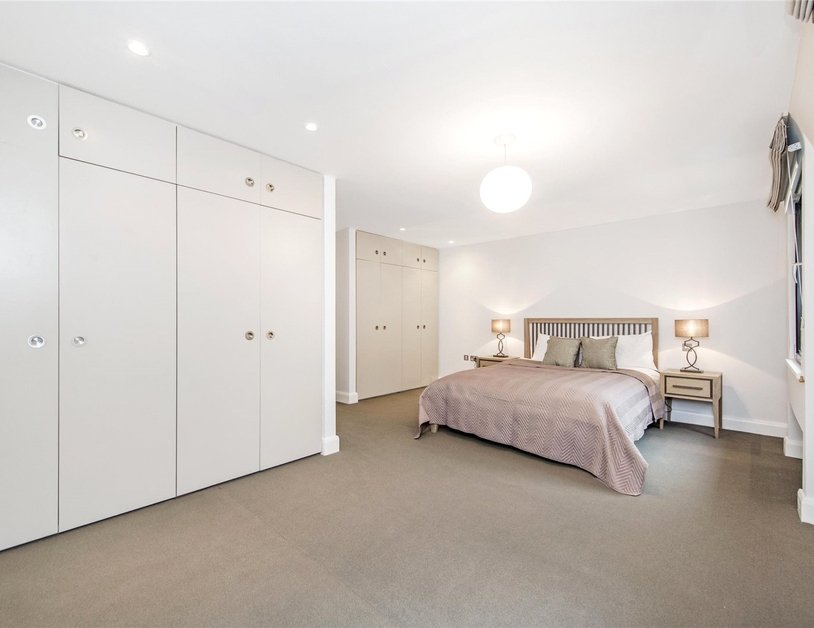 House to rent in Cavendish Mews South view15