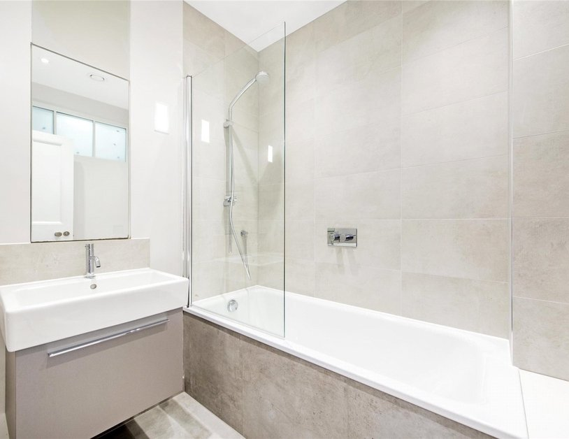 Apartment to rent in Marylebone High Street view9