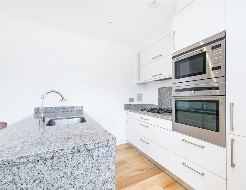 Apartment to rent in Marylebone High Street view5