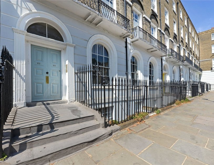 Apartment to rent in Myddelton Square view3