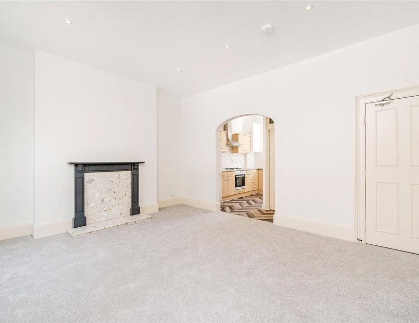 Apartment to rent in Nottingham Street view4