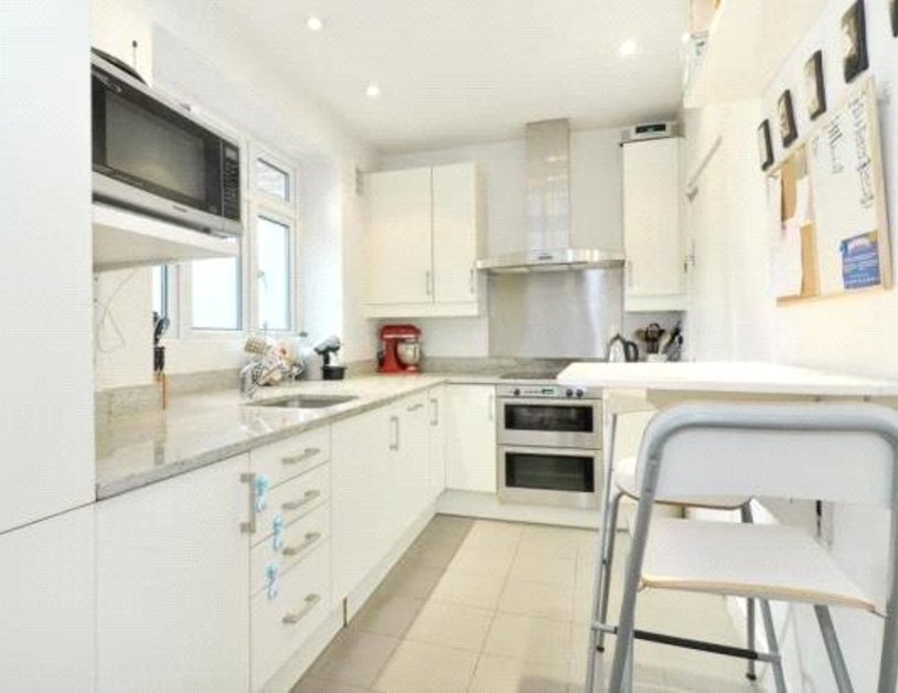 Apartment to rent in Portsea Place view1