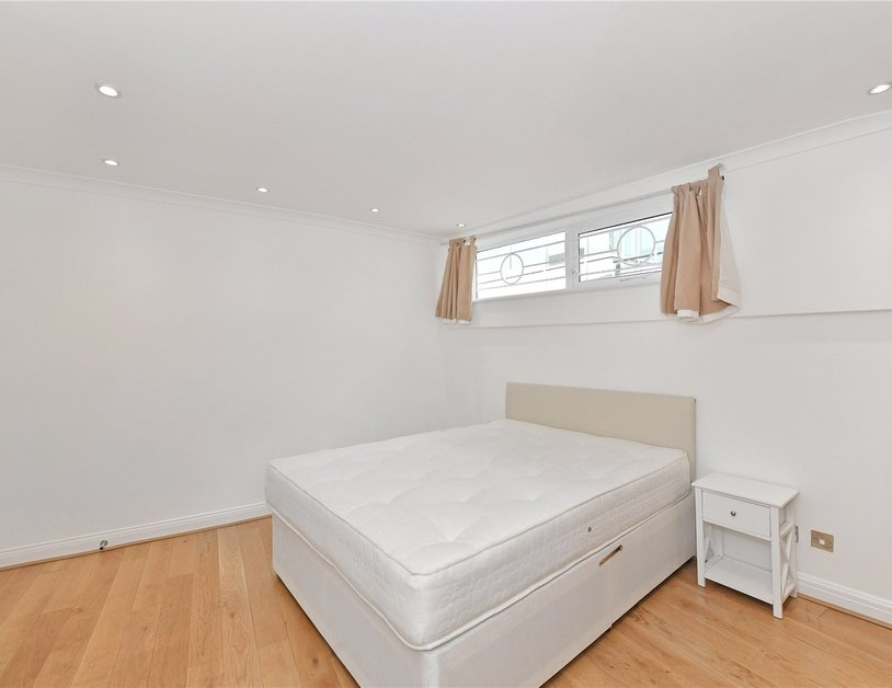 House to rent in Romney Mews view15