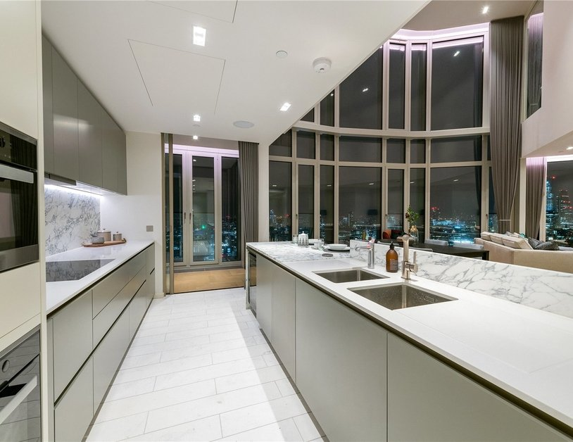 Apartment to rent in Southbank Tower view3
