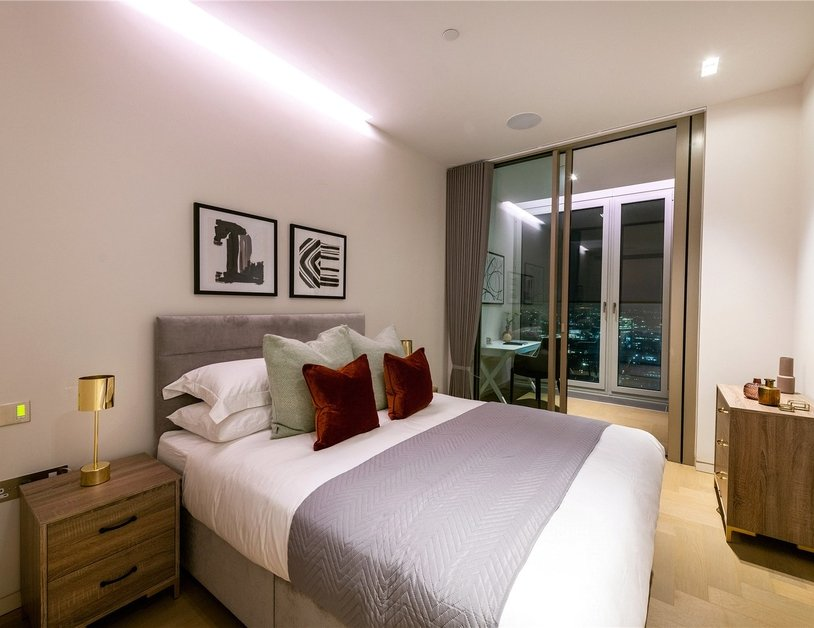 Apartment to rent in Southbank Tower view8