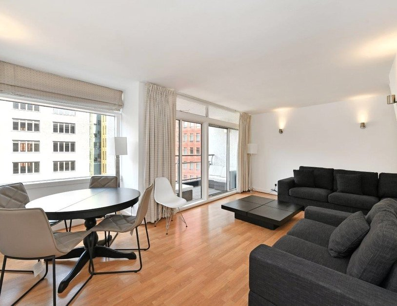 Apartment to rent in St. Giles High Street view1
