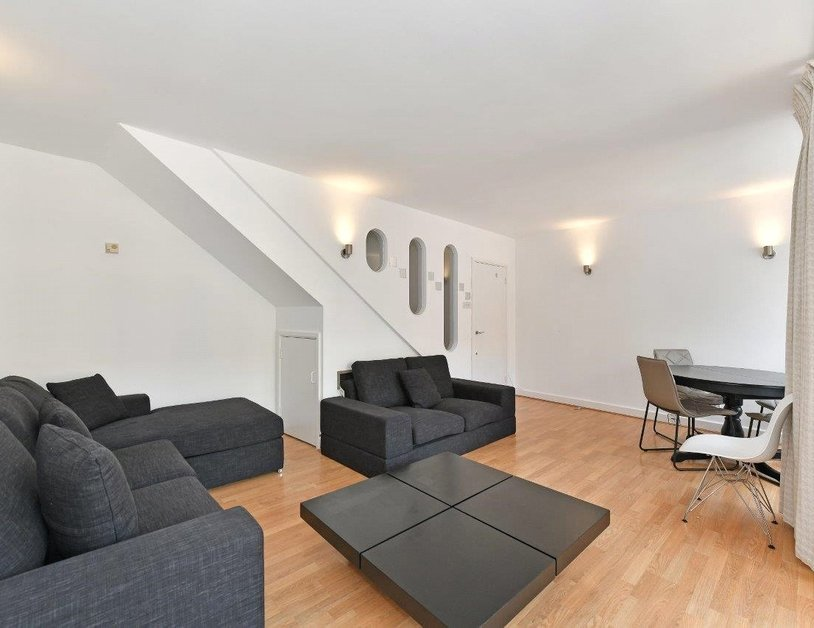 Apartment to rent in St. Giles High Street view2